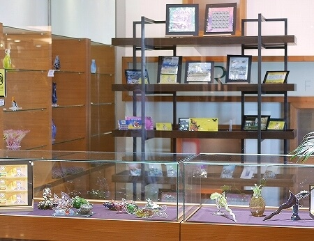 ブルネイ 7つ星ホテル エンパイアホテル宿泊記 ショップ・お土産屋さん The Empire Brunei Rabi Factory ガラス製品