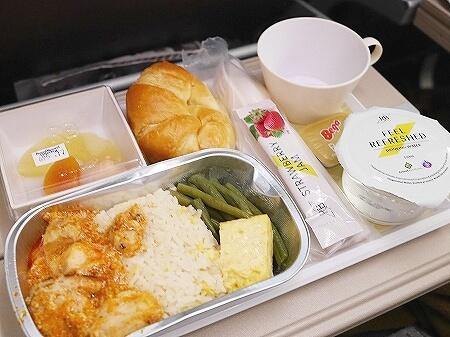 ブルネイ直行便 ロイヤルブルネイ航空搭乗記 成田-ブルネイ BI696 BI695 機内 席 機内食メニュー チキン