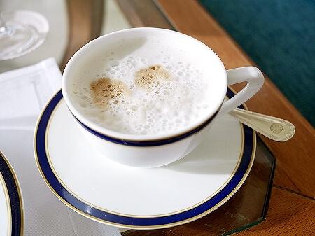ブルネイ 7つ星ホテル エンパイアホテル 宿泊記 The Empire Brunei 旅行記 アフタヌーンティー カプチーノ 飲み物