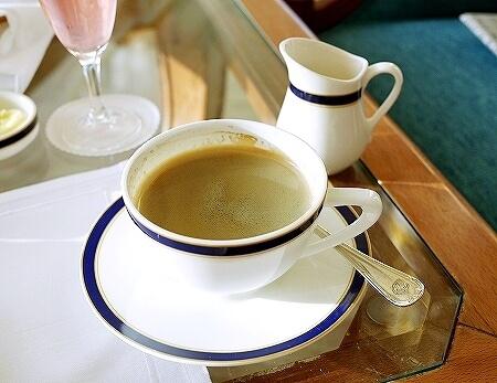 ブルネイ 7つ星ホテル エンパイアホテル 宿泊記 The Empire Brunei 旅行記 アフタヌーンティー コーヒー 飲み物