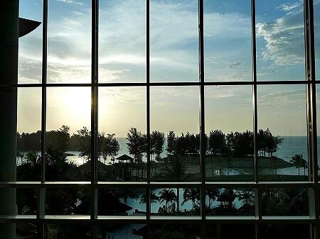 ブルネイ 7つ星ホテル エンパイアホテル 宿泊記 The Empire Brunei 旅行記 アフタヌーンティー ロビーラウンジ 景色 夕日
