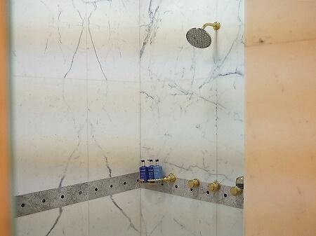 ブルネイ 7つ星ホテル エンパイアホテル 宿泊記 スパのメニュー・料金 ヘッドスパ The Empire Brunei 旅行記 トリートメントルーム 個室 シャワー