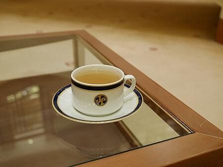 ブルネイ 7つ星ホテル エンパイアホテル 宿泊記 スパのメニュー・料金 ヘッドスパ The Empire Brunei 旅行記 トリートメントルーム 個室 お茶