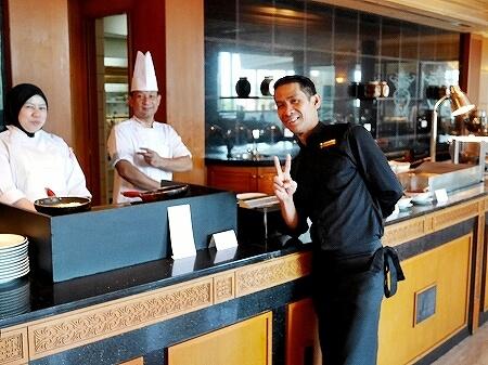 ブルネイ 7つ星ホテル エンパイアホテル宿泊記 朝食 The Empire Brunei レストラン シェフ