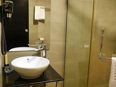 ザ・ブルネイホテル宿泊記 おすすめ 旅行記 ブログ 室内 部屋 スーペリアルーム バスルーム トイレ