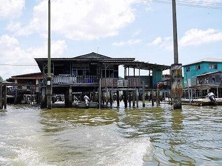 ブルネイ カンポン・アイール 世界最大の水上集落 ボートクルーズ 旅行記 ブログ 観光 金曜礼拝 お祈り ガソリンスタンド