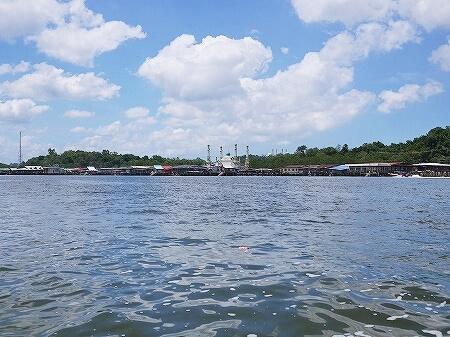 ブルネイ カンポン・アイール 世界最大の水上集落 ボートクルーズ 旅行記 ブログ 観光 金曜礼拝 お祈り ガソリンスタンド モスク