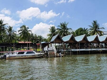 ブルネイ カンポン・アイール 世界最大の水上集落 ボートクルーズ 旅行記 ブログ 観光 金曜礼拝 お祈り 病院 救急ボート
