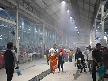 ブルネイ ガドンナイトマーケット ローカルフード おすすめグルメ ブログ 旅行記 煙