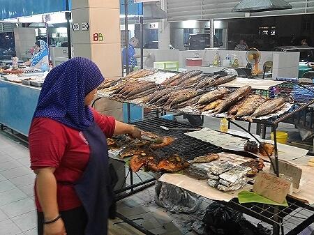 ブルネイ ガドンナイトマーケット ローカルフード おすすめグルメ ブログ 旅行記 焼き魚