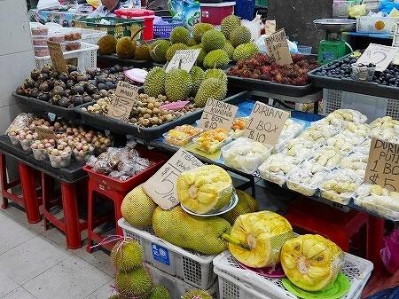 ブルネイ ガドンナイトマーケット ローカルフード おすすめグルメ ブログ 旅行記 果物 フルーツ ドリアン