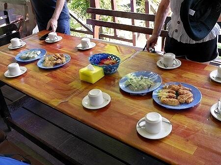 ブルネイ ウル・テンブロン国立公園 日帰りツアー ウル・トゥンブロン国立公園、Ulu Temburong National Park 英語ガイド Freme Travel フレーミートラベル 旅行記 ブログ ロッジ モーニングティー