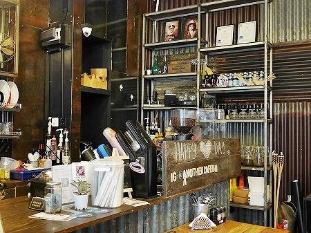 ザ・ブルネイホテルそば 近く Another Cafe アナザーカフェ コーヒー 店内