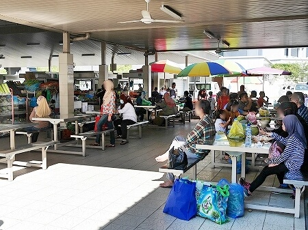 ブルネイ キアンゲマーケット Kianggeh Market 市場 観光 旅行記 ブログ テーブル