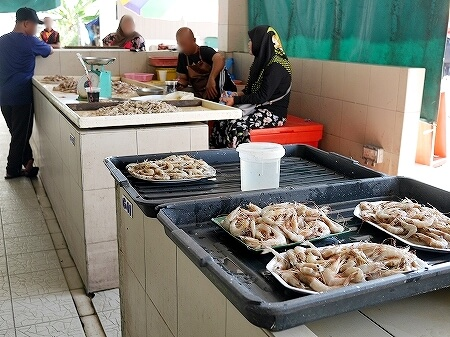 ブルネイ キアンゲマーケット Kianggeh Market 市場 観光 旅行記 ブログ エビ