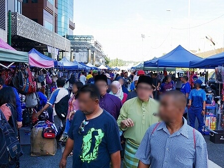 ブルネイの日曜青空市 フリーマーケット ジャラン・ペマンチャ Jln Pemancha(Taman Haji Sir Muda Omar Ali Saifuddien公園横)