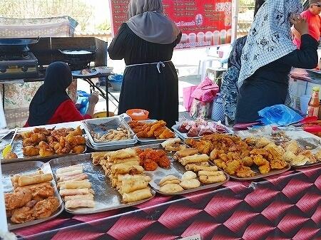 Bandarku Ceria ブルネイの日曜青空市 フリーマーケット ジャラン・ペマンチャ Jln Pemancha(Taman Haji Sir Muda Omar Ali Saifuddien公園横) 屋台 食べ物