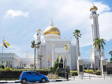ブルネイ オールドモスク 見学方法 スルタン・オマール・アリ・サイフディン・モスク ブログ 旅行記 観光 Masjid Omar Ali Saifuddien 入り口