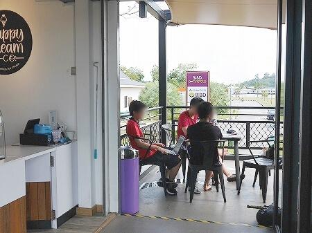 ブルネイ Happy Cream & Co. BIBD Connects Taman Mahkota Jubli Emas オールドモスク アイスクリーム ブログ 旅行記 席