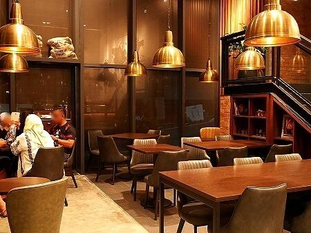 ブルネイ おすすめカフェ Roasted Sip おしゃれカフェ コーヒー 席 店内