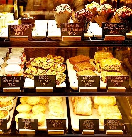 ブルネイ おすすめカフェ Roasted Sip おしゃれカフェ コーヒー メニュー 食べ物 スイーツ ケーキ キッシュ スコーン