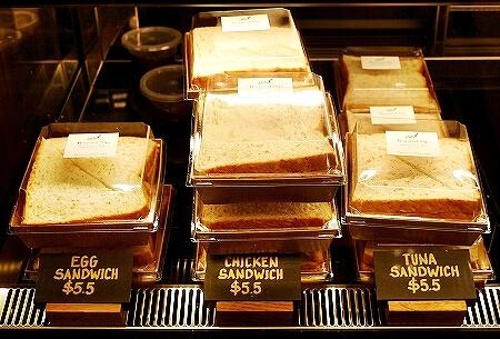 ブルネイ おすすめカフェ Roasted Sip おしゃれカフェ コーヒー メニュー 食べ物 サンドイッチ