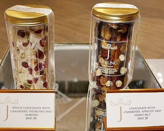 ブルネイ空港 おすすめのお土産屋さん JUNJUNG ローカルスイーツ お菓子 値段 ジュンジュン チョコレート ブログ 旅行記