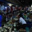 ミャンマー、ヤンゴン「26番通り」のナイトマーケットが肝試し状態