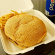 グアム「メスクラドス」噂の絶品ハンバーガーはおいしいけど大きさがおかしい(Meskla Dos 1号店)